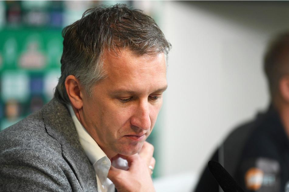 Werder Bremens Geschäftsführer Baumann (45) hat reagiert und die schwierige finanzielle Lage in den Mittelpunkt gerückt.