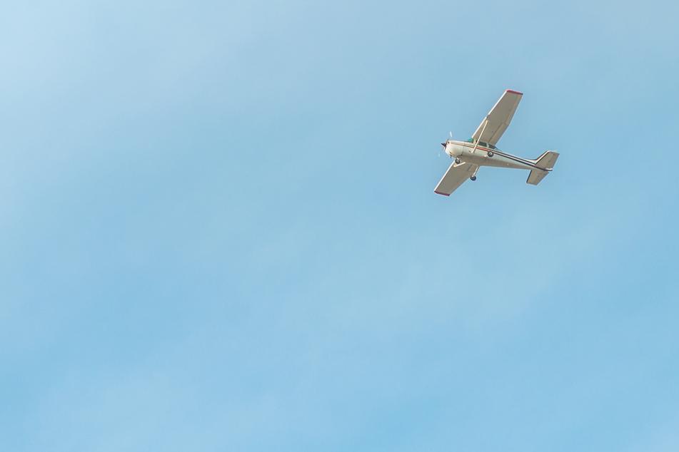 Kleinflugzeug stürzt nahe Paris ab: Vier Tote!