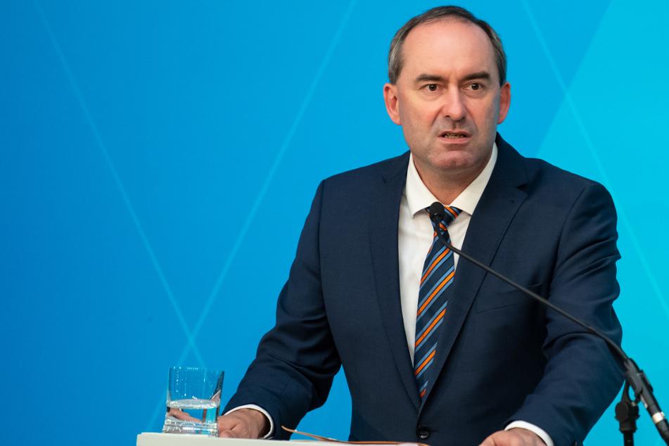 Hubert Aiwanger (50, Freie Wähler), Wirtschaftsminister von Bayern, weist die Vorwürfe von sich.