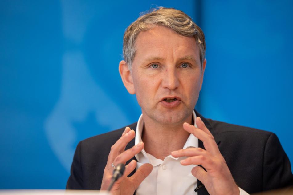 Der Vorsitzende der AfD-Fraktion im Thüringer Landtag, Björn Höcke (48), stellte das Positionspapier am Mittwoch vor.