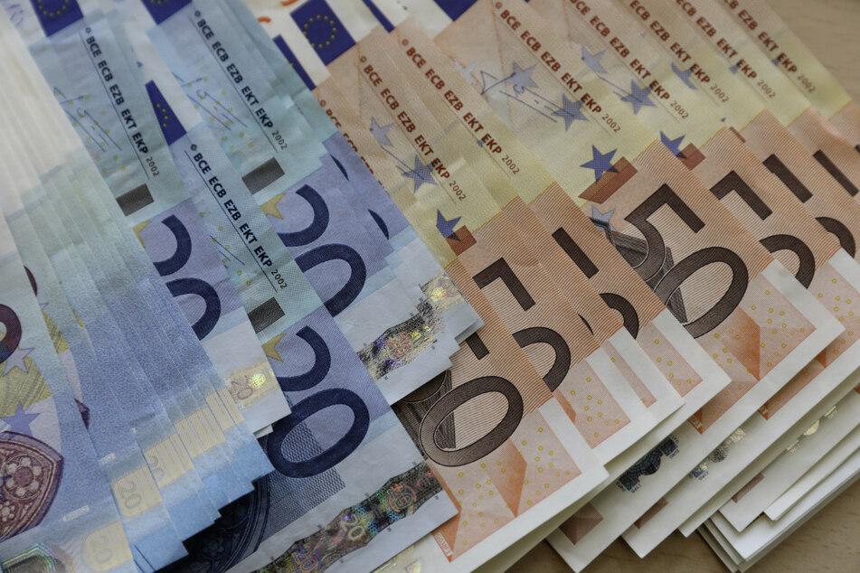 Steuerzahlerbund sauer: Landesregierung gibt mehr als 22 Millionen Euro für Gutachten aus