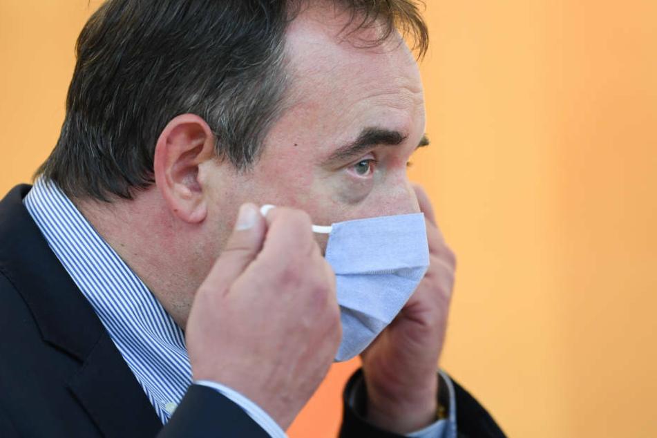 Hessens Kultusminister Alexander Lorz (55, CDU) hat sich gegen einen landesweiten Wechselunterricht ausgesprochen.