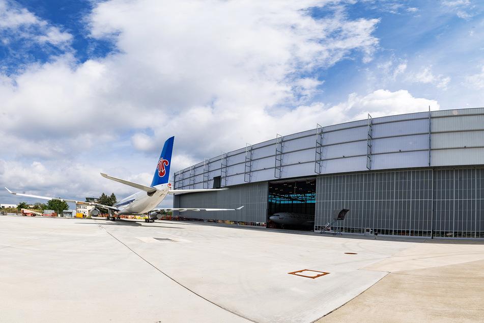 Die Produktionsfläche der Elbe Flugzeugwerke in Dresden ist mit 65.000 Quadratmetern riesig, das Gelände selbst noch größer: Es umfasst insgesamt 250.000 Quadratmeter.