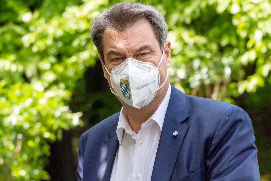 Angesichts der Corona-Gefahr durch die Delta-Variante hat Bayerns Ministerpräsident Markus Söder (54, CSU) die UEFA entsprechend scharf kritisiert.