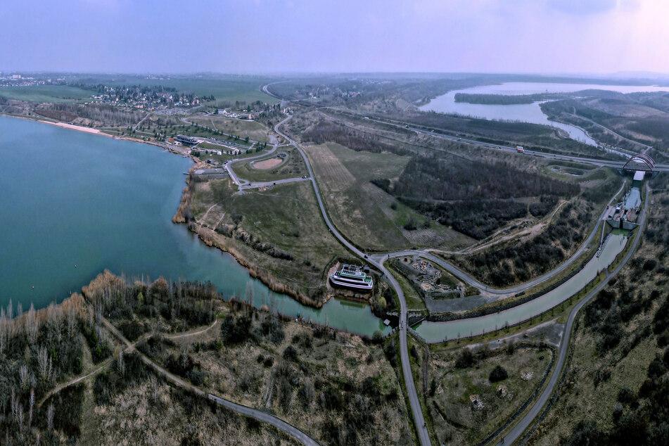Die Schleuse zwischen Markkleeberger (l.) und Störmthaler See aus der Vogelperspektive.