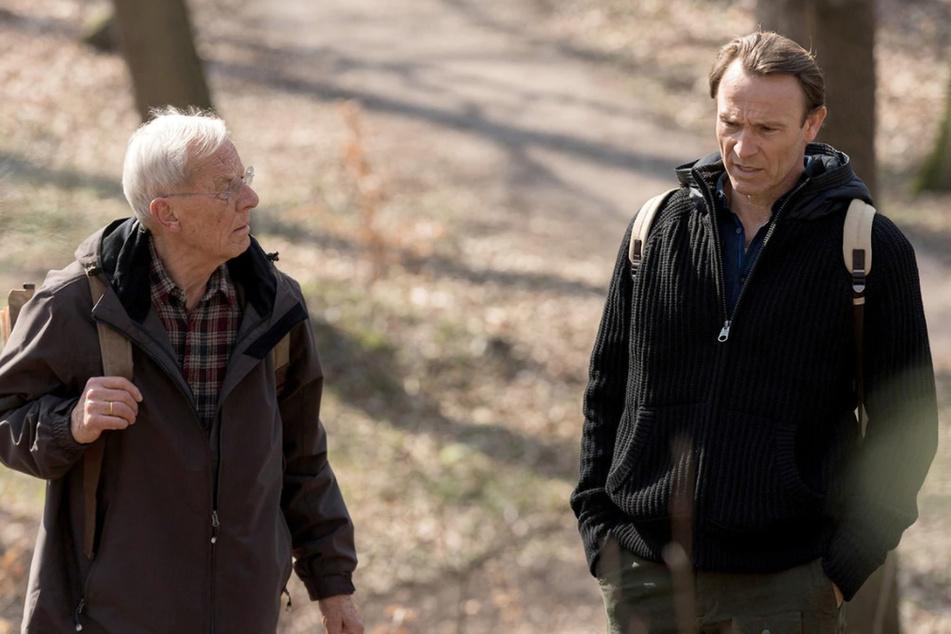 Otto Stein begibt sich mit seinem Sohn auf Wandertour. Martin ahnt nicht, dass Otto etwas ganz besonderes vorhat.