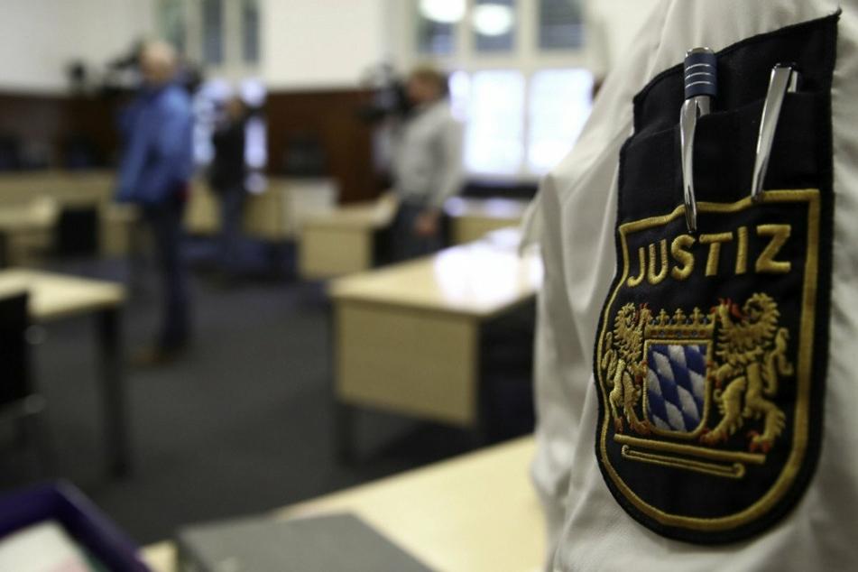 Knast statt Kadi: Auf dem Weg zum Gericht klickten die Handschellen