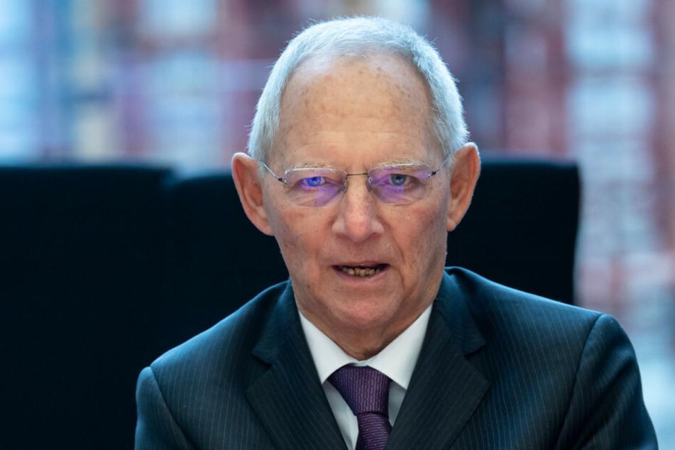 Am Donnerstag berät der Ältestenrat des Bundestags, dessen Vorsitz Bundestagspräsident Wolfgang Schäuble (77, CDU) führt, über den Vorfall am Reichstag während der Corona-Demo am vergangenen Samstag.