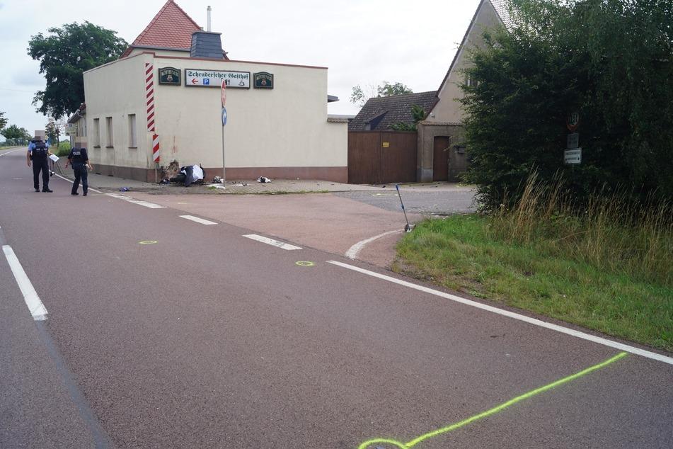 In einer Linkskurve verlor der Fahrer die Kontrolle über sein Fahrzeug.