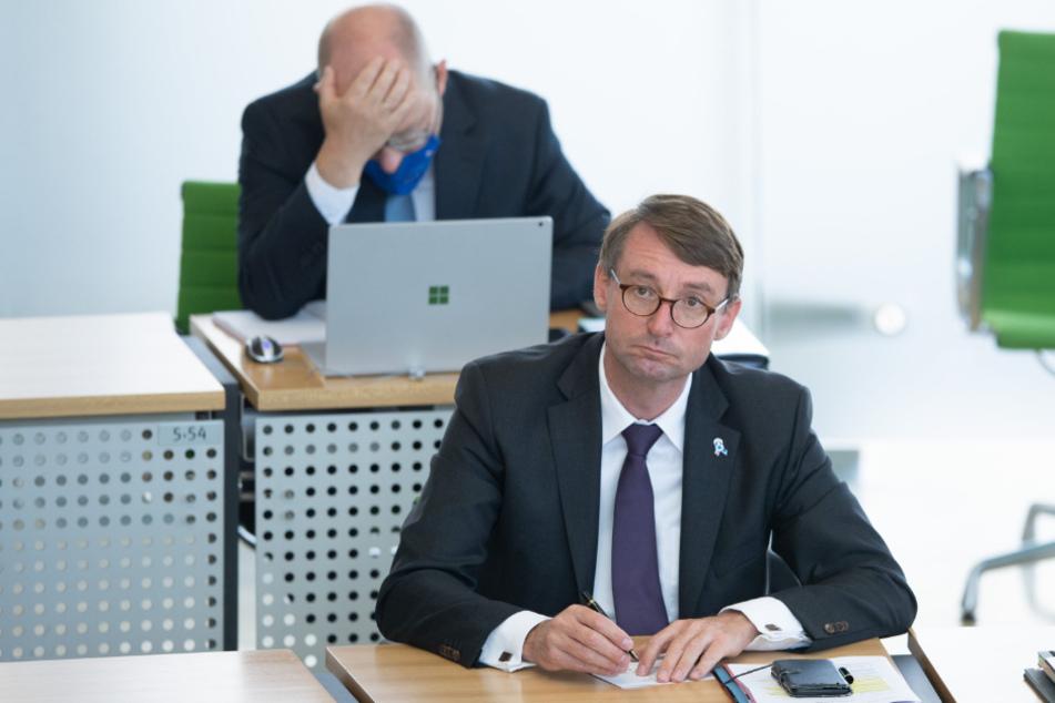 Innenminister Roland Wöller (49, CDU) hat derzeit nichts zu lachen. Er steht nicht nur bei der Opposition in der Kritik.