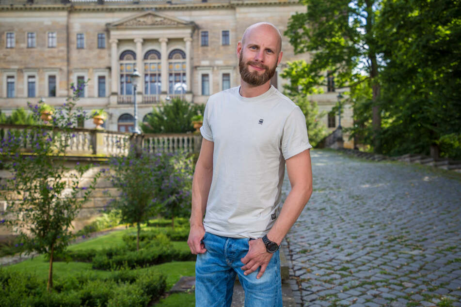 """Tony Jendrischok (35), Chef der Agentur """"Erlebe Dresden"""", bekam immer mehr Nachfragen nach einer Schlössertour mit Wein. Jetzt gibt es sie endlich."""