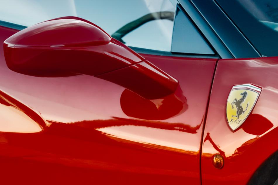 Unfall A8: Ferrari-Fahrer brettert mit 300 Sachen über A8 - dann zieht ein VW auf die linke Spur