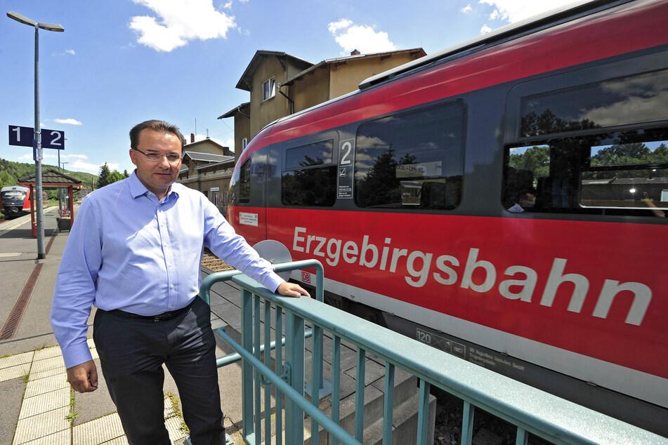 Bürgermeister Ingolf Wappler (49) freut sich: Von Pockau sollen Züge bald nicht nur bis Olbernhau, sondern auch wieder nach Marienberg fahren.