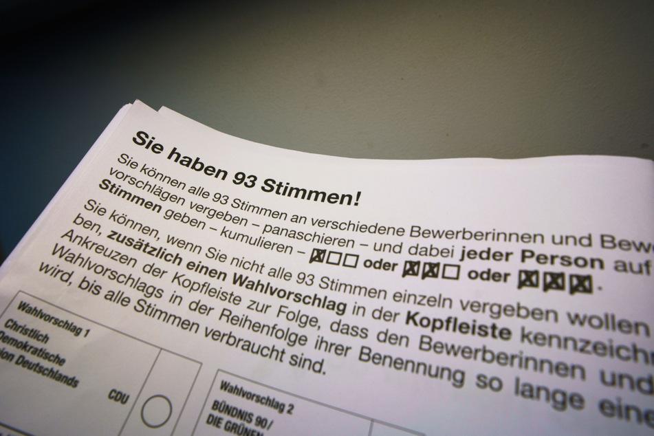 """""""Sie haben 93 Stimmen"""" steht auf einem Muster-Stimmzettel"""
