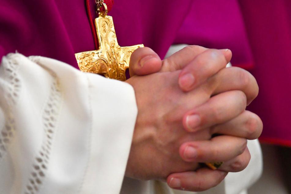 Fulda steht von diesem Dienstag an wieder im Fokus der Katholiken. In der Domstadt beraten die Bischöfe bei ihrer traditionellen Herbstvollversammlung. (Symbolbild)