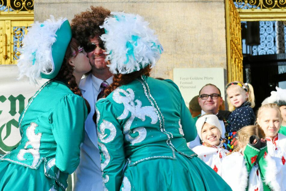 Vor einem Jahr bekam der damalige Baubürgermeister Raoul Schmidt-Lamontain (44) noch Küsschen.