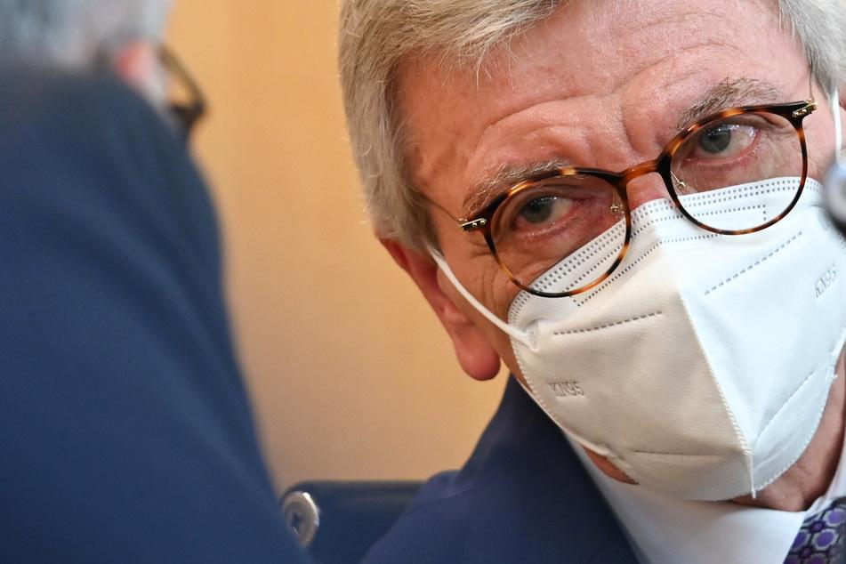 Der Ministerpräsident von Hessen, Volker Bouffier (69, CDU) will am Donnerstagnachmittag über die neuen Corona-Regeln informieren.