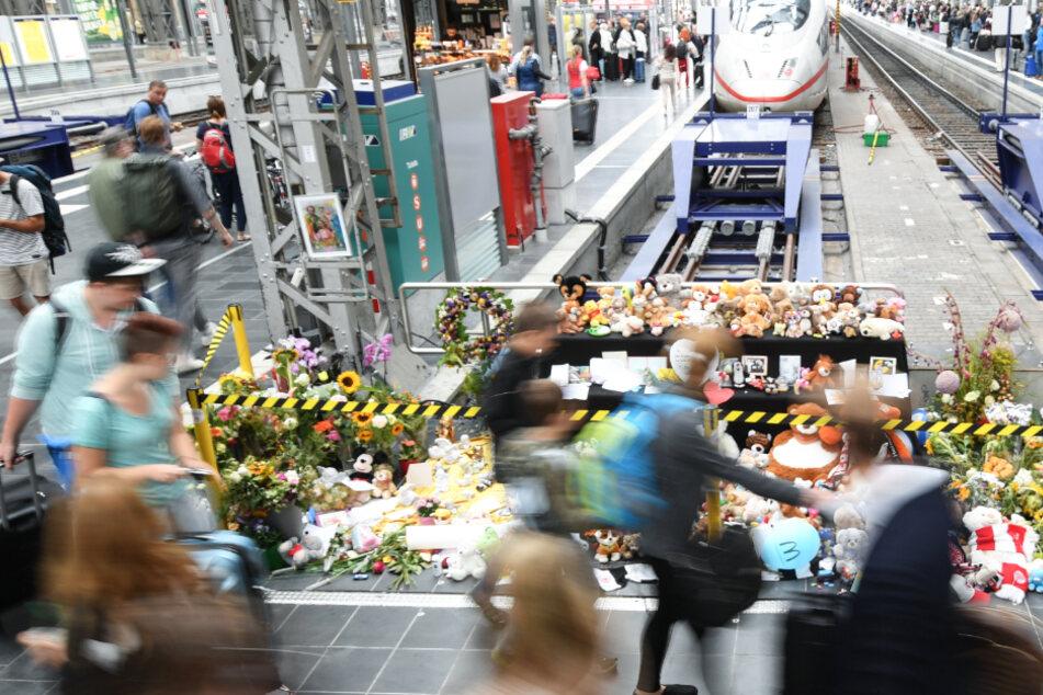 Das Foto aus dem Jahr 2019 zeigt das Gleis am Hauptbahnhof Frankfurt, an dem es zu der tödlichen Attacke kam.