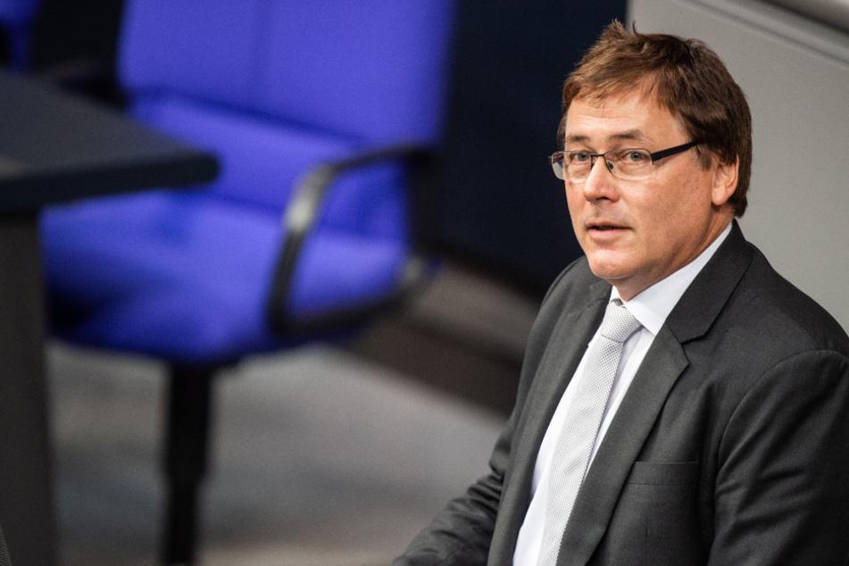 Gerald Ulrich (57, FDP) spricht zu den Bundestagsabgeordneten.