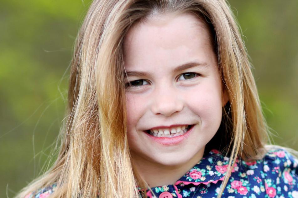 Dieses süße Bild von Prinzessin Charlotte (6) wurde von der royalen Familie auf Twitter geteilt.