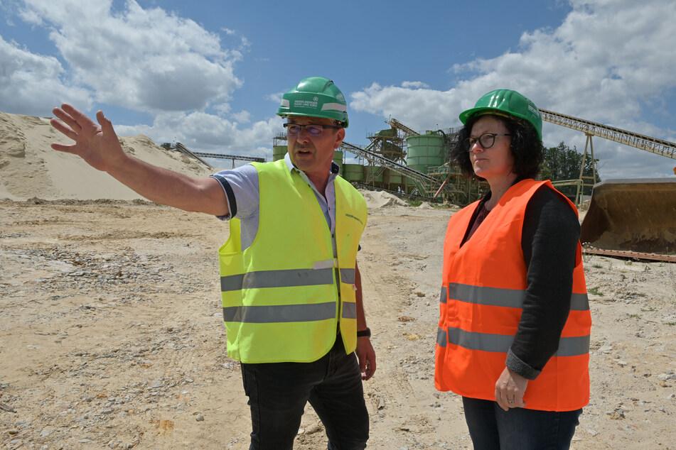 Andreas Hentke (53) und Manuela Tschök-Engelhardt (53) warnen vor dem Baden in den Peniger Sandgruben.