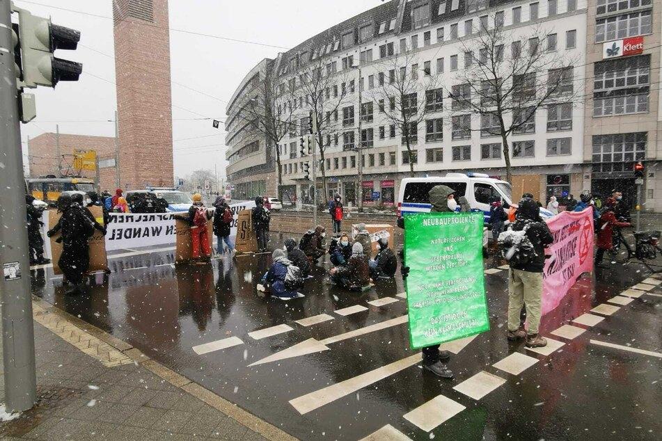 Die Demonstrierenden blockierten am Freitagnachmittag den Ring beim Rathaus.