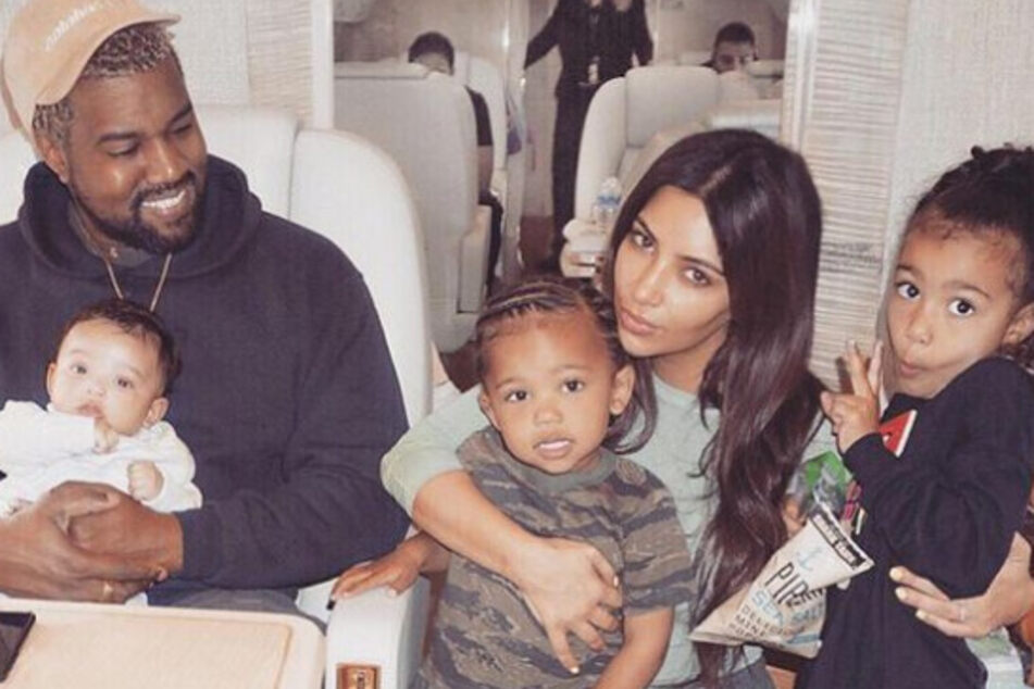 Kim Kardashian (m.) posted a birthday tribute to her estranged husband Kanye West (l.) amidst their ongoing divorce.