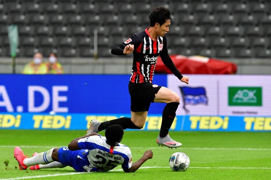 Nahm in dieser Saison eine rasante Entwicklung bei der Eintracht: Japan-Kreativ-Künstler Daichi Kamada (r./23).