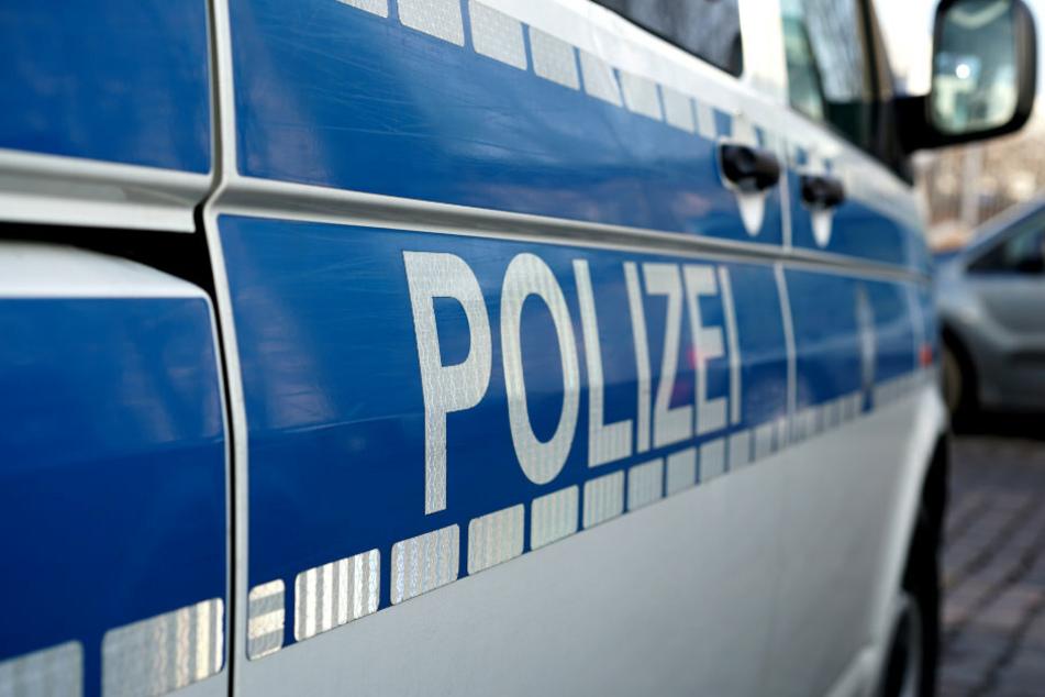 Berlin: Illegales Autorennen auf der A113 endet mit Crash: Unbeteiligte Frau schwer verletzt!