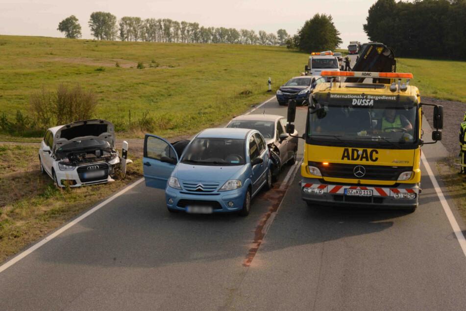 Der Abschleppdienst musste nach dem Unfall anrücken.
