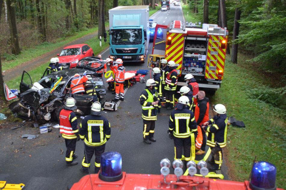 Rund 30 Feuerwehrleute waren am Donnerstag auf der L124 im Einsatz.