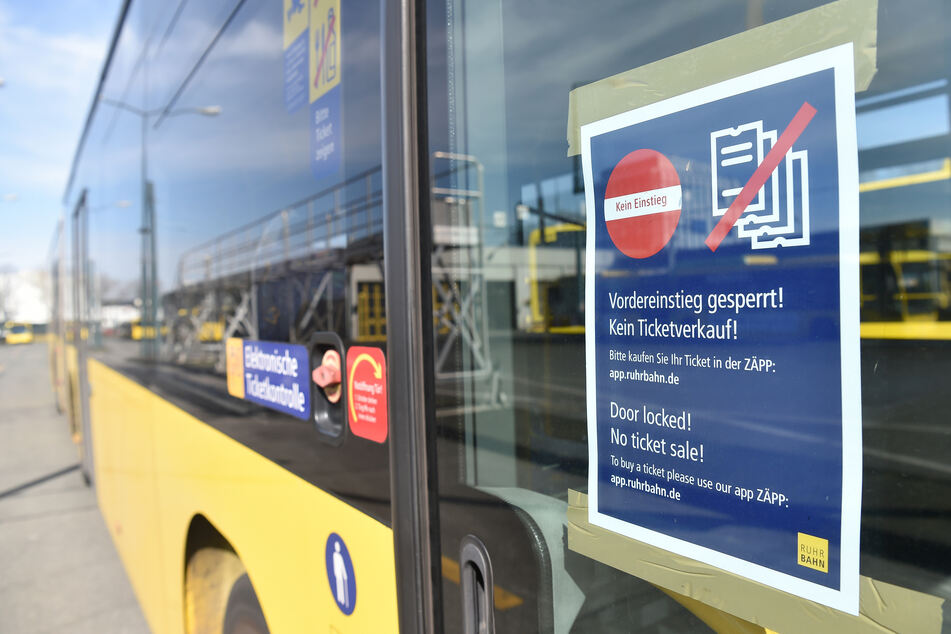 Bundesweit fahren derzeit weniger Busse und Bahnen.