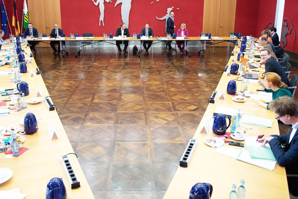 Koalitionsverhandlungen 2.0: Milliarden-Poker bei Schwarz-Grün-Rot