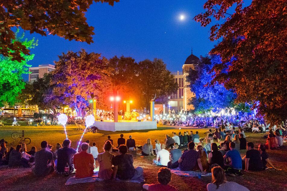 Chemnitz punktet als moderne Stadt mit einem bunten Kulturprogramm - wie hier beim Parksommer.