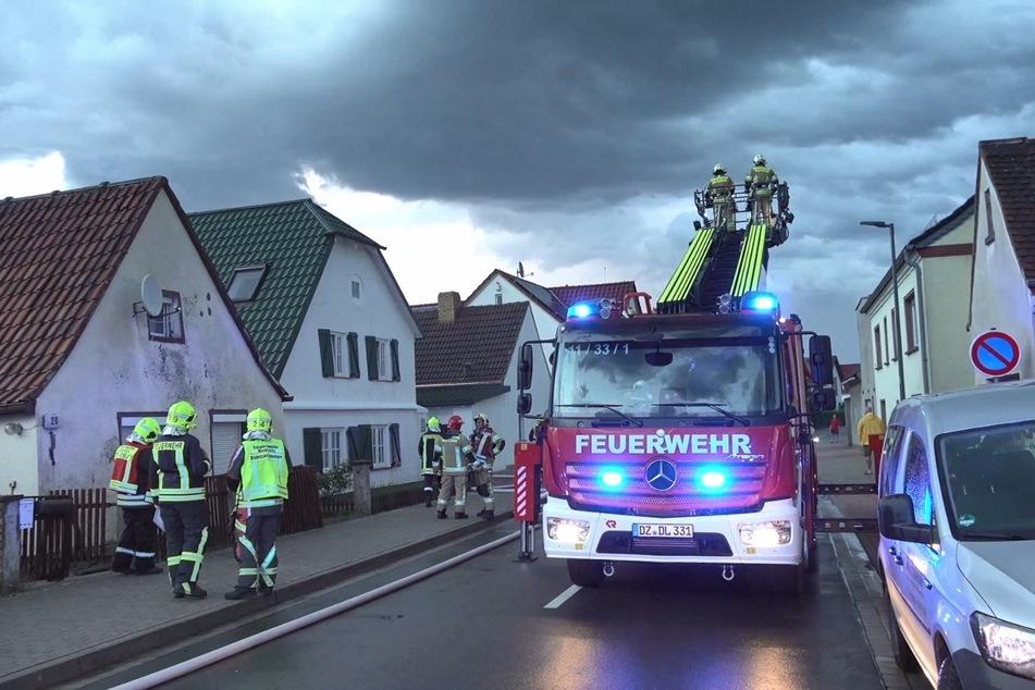 Blitzeinschlag! Dachstuhl geht in Flammen auf
