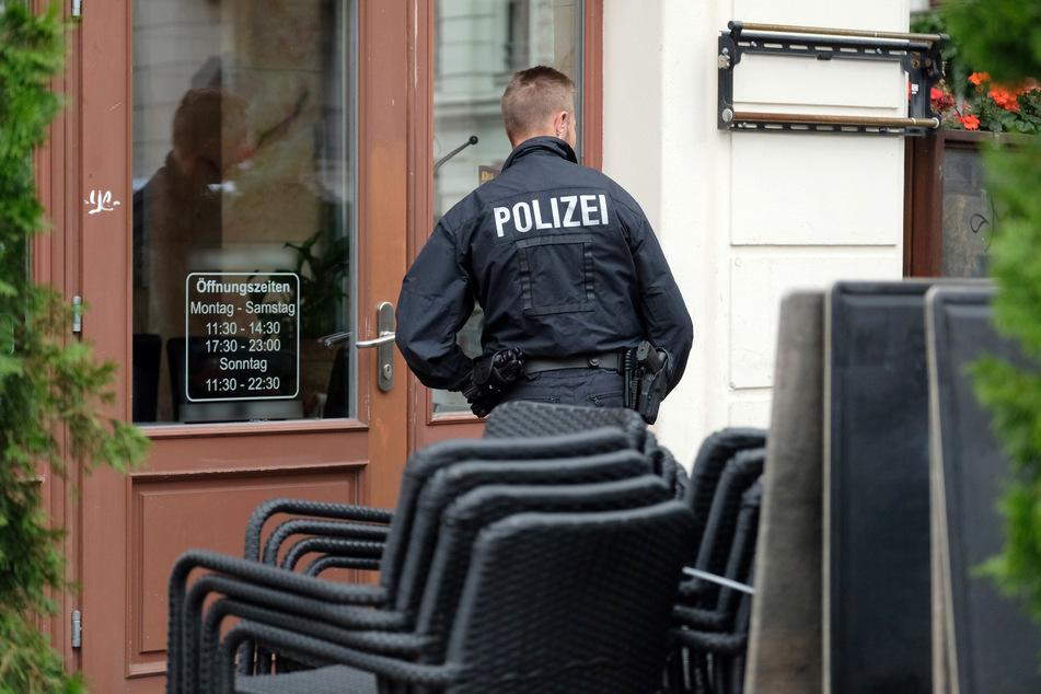 Falsche Polizisten haben einen Leipziger am Samstagabend um 100 Euro gebracht. (Symbolbild)
