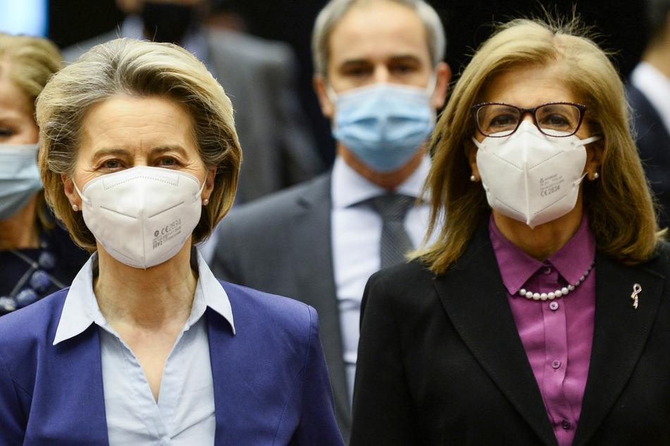 Ursula von der Leyen (62), Präsidentin der Europäischen Kommission, und Stella Kyriakides, EU-Kommissarin für Gesundheit.