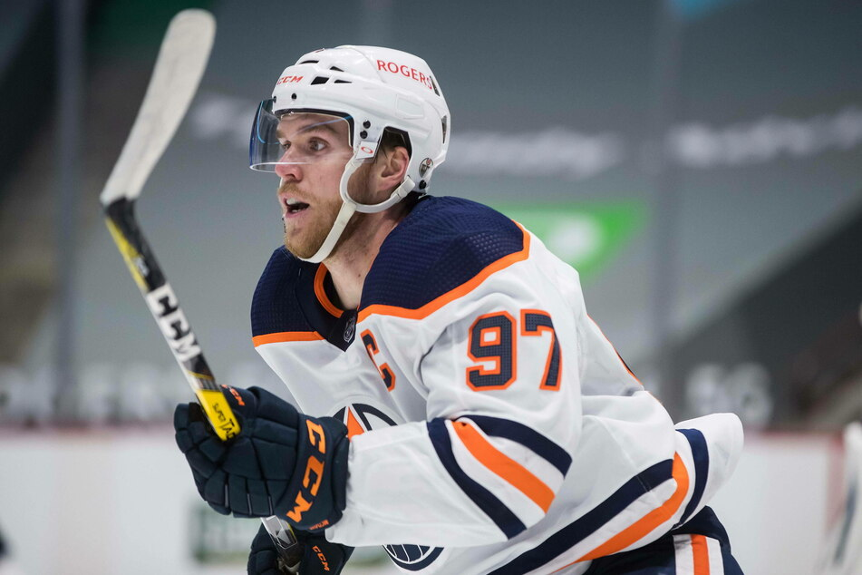 Connor McDavid scored four points in the Oilers' 5-3 win over the Canucks on Monday night