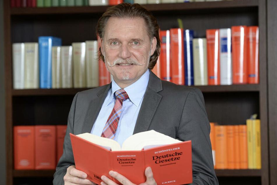Ingo Lenßen (59) ist ein bekannter TV-Anwalt.