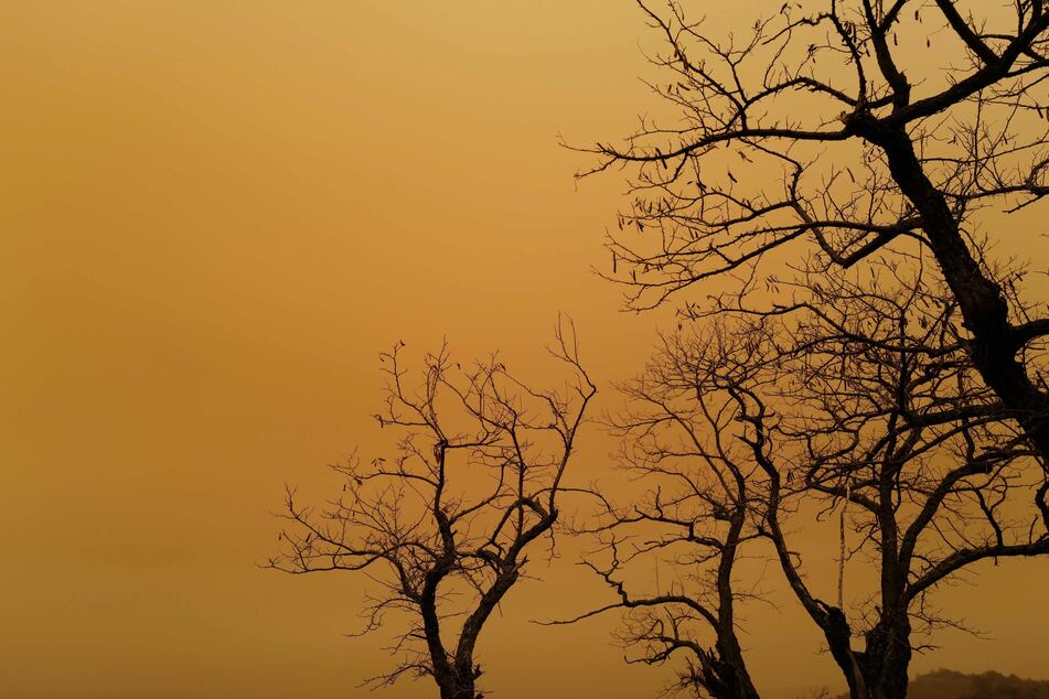 Schon wieder Blutregen! Himmel färbt sich in Deutschland in trübes Rot
