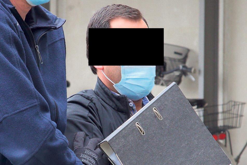 Challedin M. (37) wurde von Justizbeamten vorgeführt. Nach der Verhandlung ging's zurück in den Knast.
