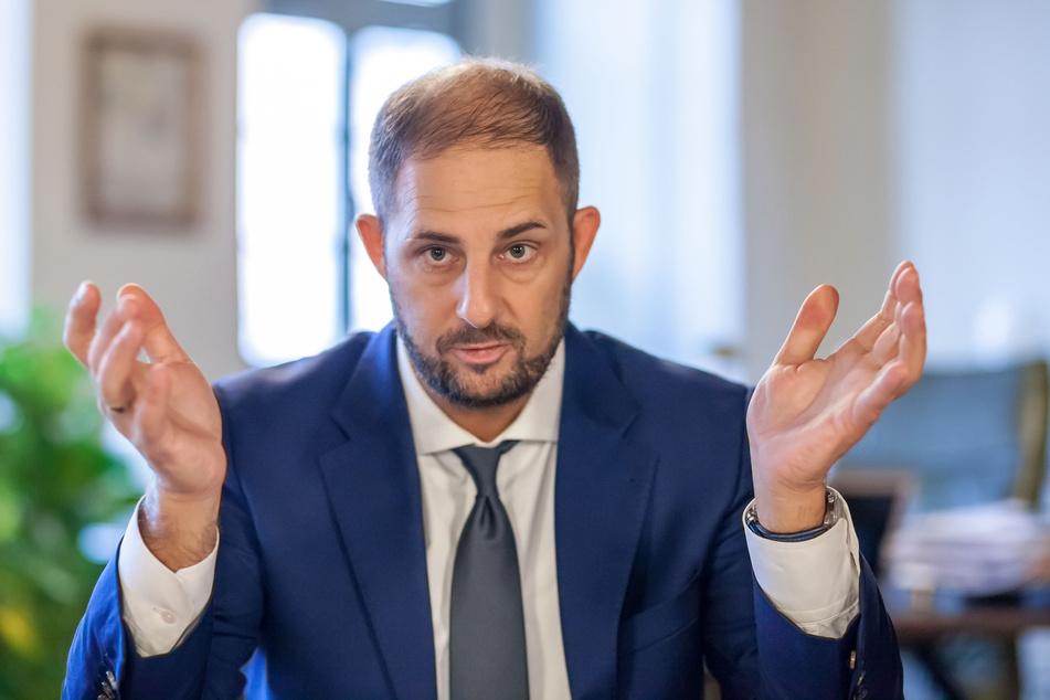 Oberbürgermeister Jesko Vogel (46, Freie Wähler) setzte eine Belohnung für Hinweise auf die Randalierer aus.