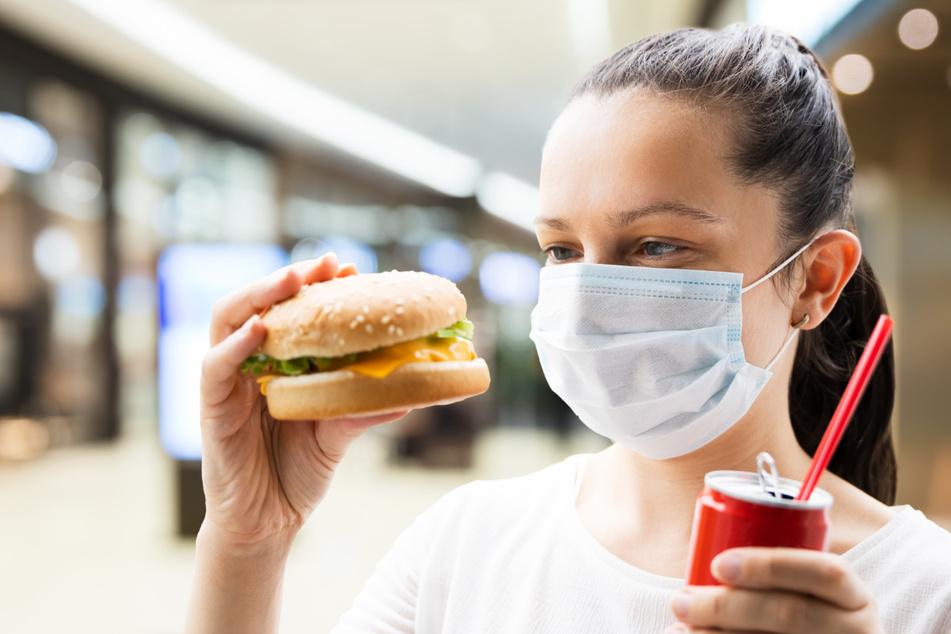 Schützen spezielle Nasenmasken beim Essen vor Corona?