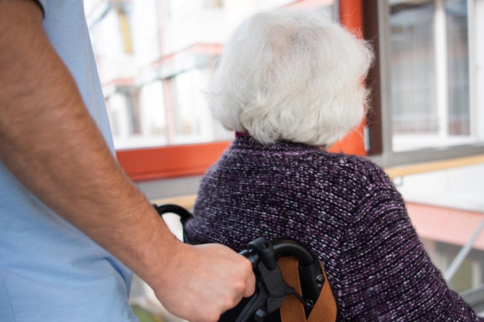 Pflegeheime dürfen wieder Besucher empfangen.