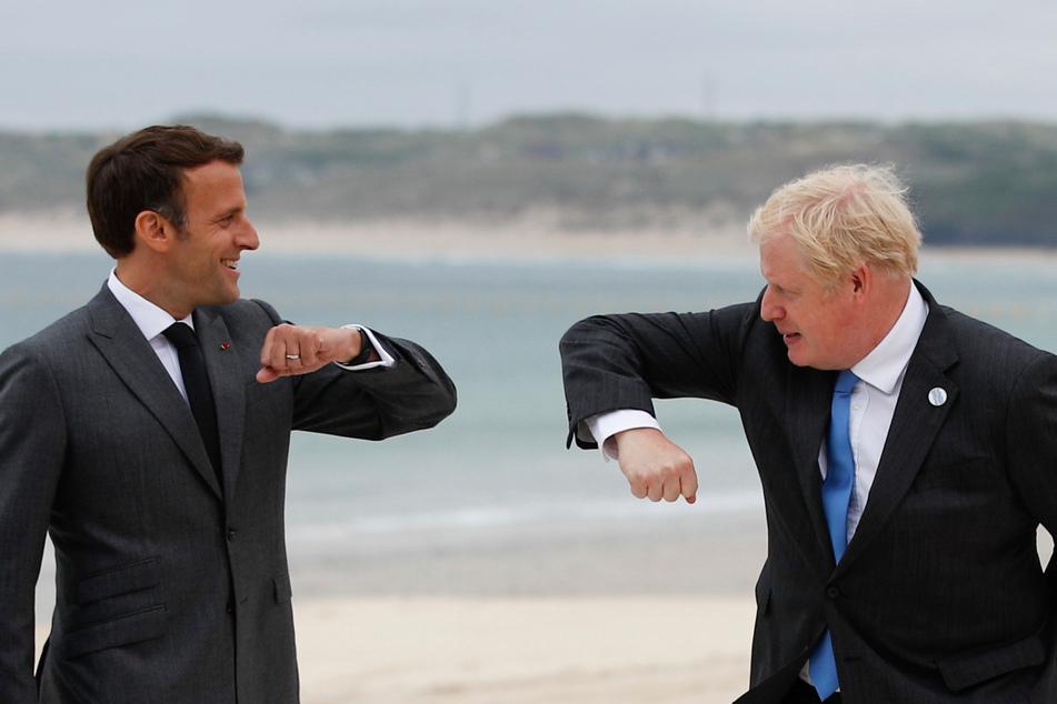 St. Ives: Boris Johnson (56), Premierminister von Großbritannien, begrüßt Emmanuel Macron (43), Präsident von Frankreich, bei seiner Ankunft zum G7-Gipfel am Carbis Hotel.