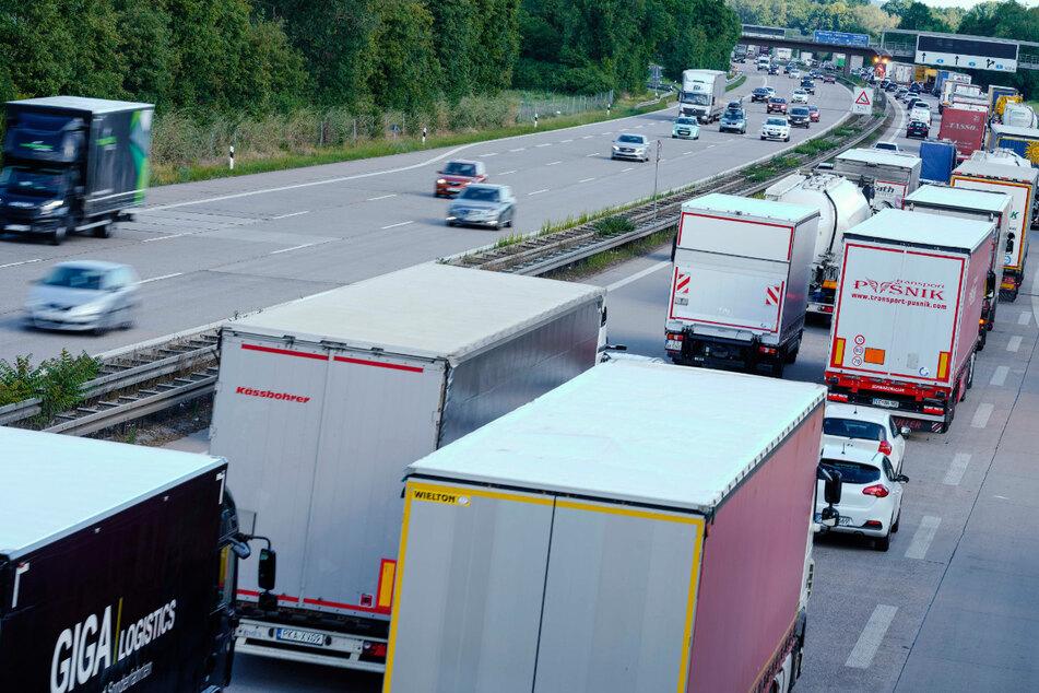 Darum sind auch sonntags so viele Lastwagen auf Autobahnen unterwegs