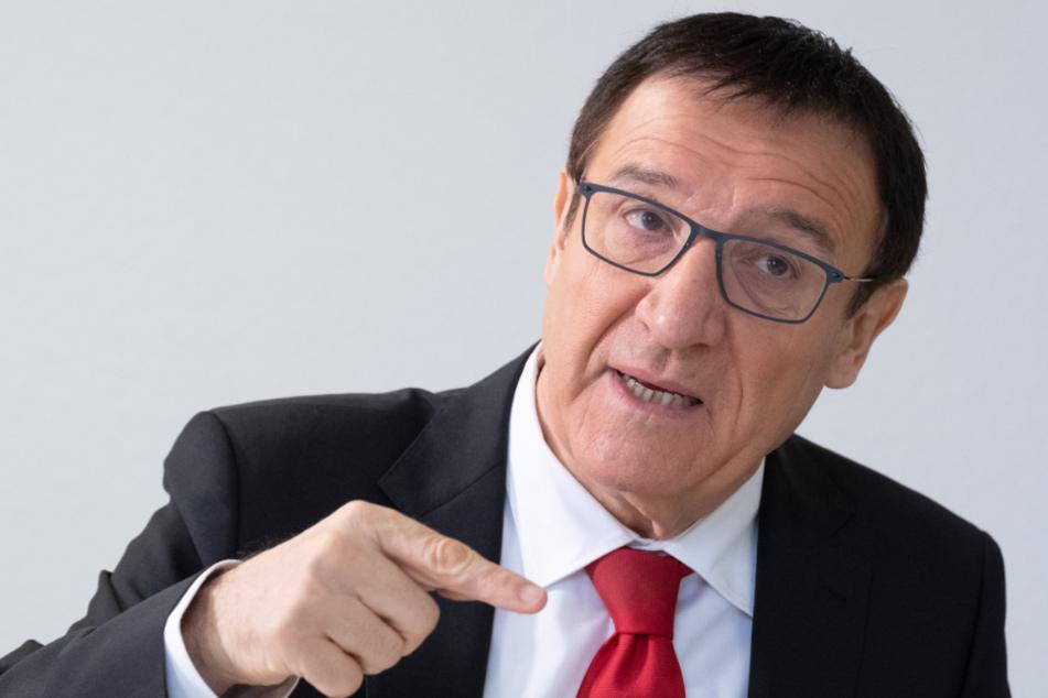 Wolfgang Reinhart, Vorsitzender der CDU-Fraktion von Baden-Württemberg, spricht im Rahmen eines Interviews. Nach einer Corona-Infektion eines Mitarbeiters geht er in Quarantäne.