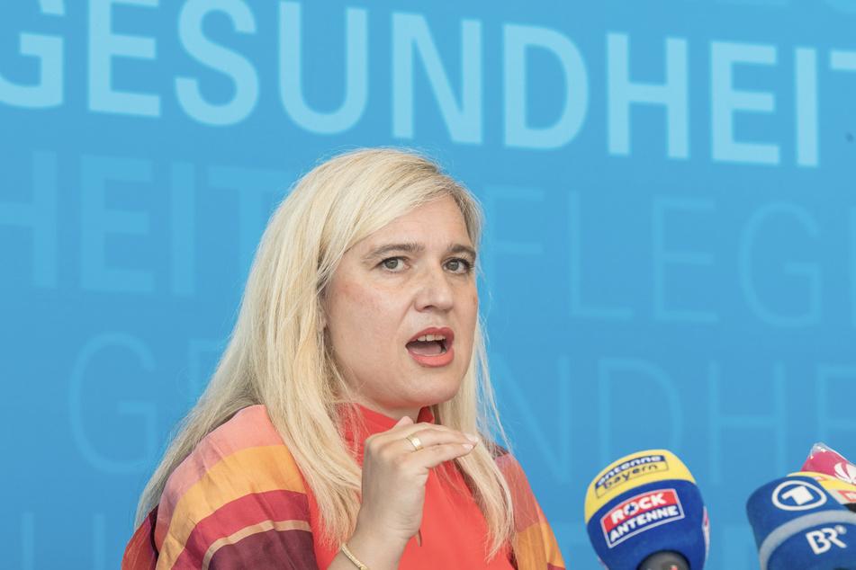 Melanie Huml (44, CSU), Staatsministerin für Gesundheit und Pflege in Bayern, nimmt an einer Pressekonferenz zur aktuellen Entwicklung an den Corona-Teststationen für Reiserückkehrer teil.