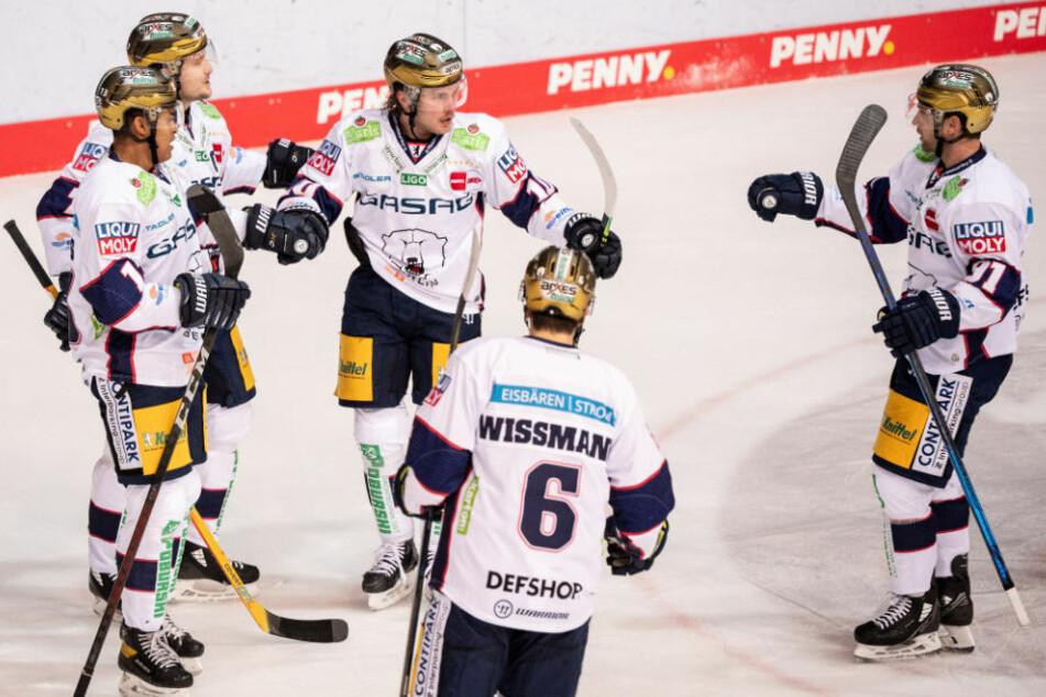 Nach weiteren positiven Corona-Tests bei den Eisbären Berlin befinden sich die gesamte Mannschaft sowie die Betreuer und Trainer bis zum 10. Dezember in häuslicher Quarantäne.