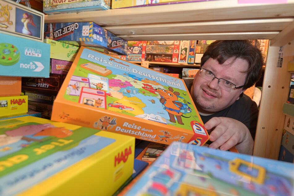 Weil seine eigene Wohnung beinahe aus allen Nähten zu platzen drohte, brauchte Spiele-Fan Thomas Kempe (42) eine extra Wohnung für seine Brettspiele.